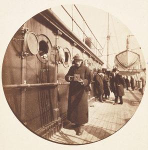 De eerste (draagbare camera) Kodakfoto rond 1890.