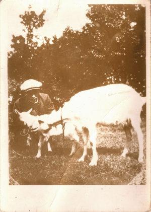 KE6, Anoniem, Jan Mankes en twee geitjes, 1913, foto, 12,3x9,4cm (beeld)